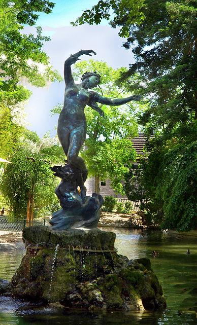 StatueVenus Hirondelles Doms.jpg