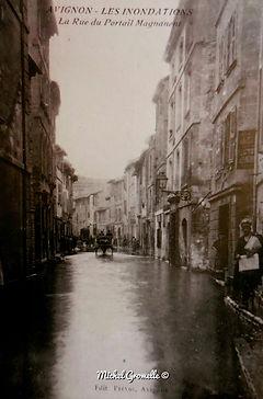 Inondations Rue du Portail Magnanen Avignon. Cartes postales anciennes. Michel Gromelle. Avignon la cité mariale.