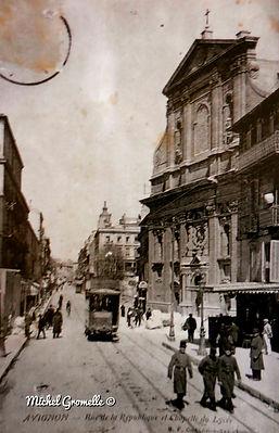 Rue de la République Avignon. Cartes postales anciennes. Michel Gromelle. Avignon la cité mariale.