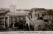 Palais des Papes vue en hauteur Avignon . Cartes postales anciennes. Michel Gromelle. Avignon la cité mariale.