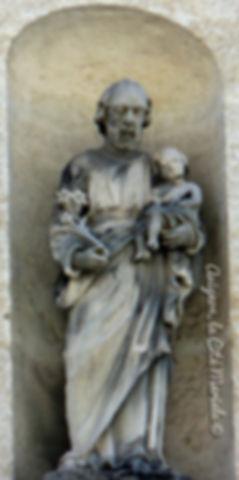 Avignon, histoire, patrimoine, statue, vierge, médiévale, chapelle, église, cité mariale, rempart, palais des papes, Rue Thiers
