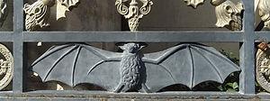 cimetière_st_Veran_porte_chauve_souris.