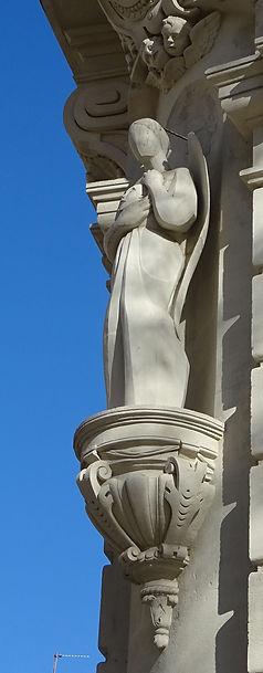 statue rue st jean le Vieux .jpg