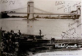 Pont suspendu sur le Rhône Avignon. Cartes postales anciennes. Michel Gromelle. Avignon la cité mariale.