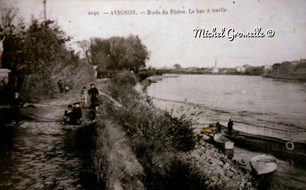 Bords du Rhône  Avignon. Cartes postales anciennes. Michel Gromelle. Avignon la cité mariale.