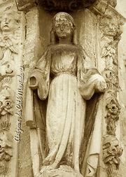 Avignon, histoire, patrimoine, statue, vierge, médiévale, chapelle, église, cité mariale, rempart, palais des papes, Fourbisseurs