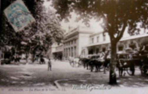 Place de la Gare Avignon.  Avignon. Cartes postales anciennes. Michel Gromelle. Avignon la cité mariale.
