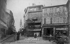 Place du Portail Matheron Avignon. Cartes postales anciennes. Michel Gromelle. Avignon la cité mariale.