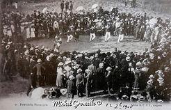 Farandole Provençale Arènes Ile de la Barthelasse Avignon. Cartes postales anciennes. Michel Gromelle. Avignon la cité mariale