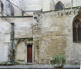 St_Pierre_vestiges_cloître.jpg