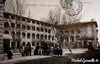 Caserne des Passagers Avignon . Cartes postales anciennes. Michel Gromelle. Avignon la cité mariale.
