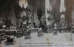 Hall de l'Hôtel de Ville Place de l'Horloge Avignon . Cartes postales anciennes. Michel Gromelle. Avignon la cité mariale.