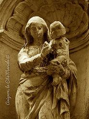 Avignon, histoire, patrimoine, statue, vierge, médiévale, chapelle, église, cité mariale, rempart, palais des papes, Rue des Lices