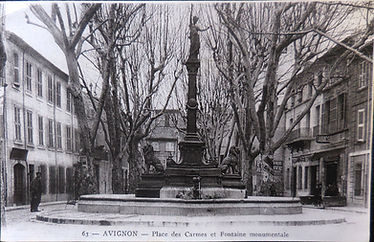 Place des Carmes Fontaine.jpg