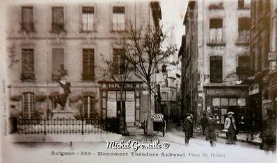 Place Saint Didier Avignon.  Avignon. Cartes postales anciennes. Michel Gromelle. Avignon la cité mariale.