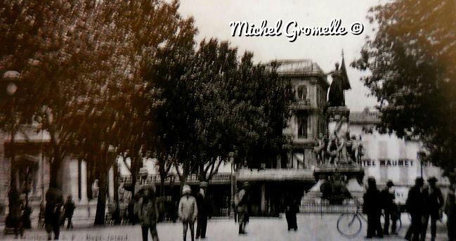 Place de l'Horloge. Cartes postales anciennes. Michel Gromelle. Avignon la cité mariale.
