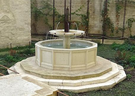 Fontaine jardin Palais 1.jpg
