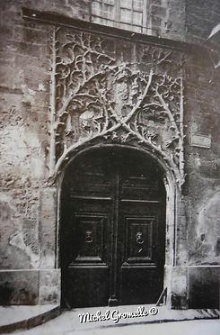 Palais du Roure Avignon. Cartes postales anciennes. Michel Gromelle. Avignon la cité mariale.