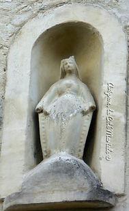 Avignon, histoire, patrimoine, statue, vierge, médiévale, chapelle, église, cité mariale, rempart, palais des papes, rue Rouge