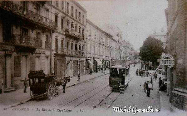 Rue de la de la République Avignon. Cartes postales anciennes. Michel Gromelle. Avignon la cité mariale.