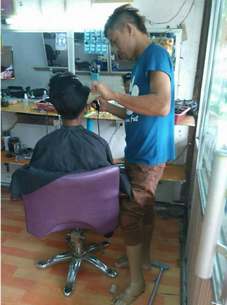 Chan Myae Aung working as a hairdresser