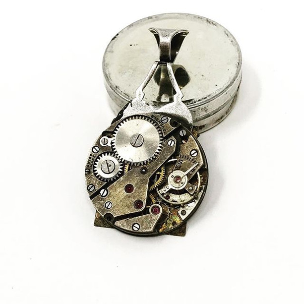 Reversible watch pendant