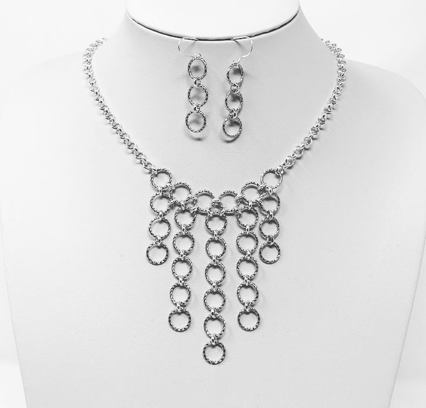 Twisted metal drop chain set in white gold and silver plate