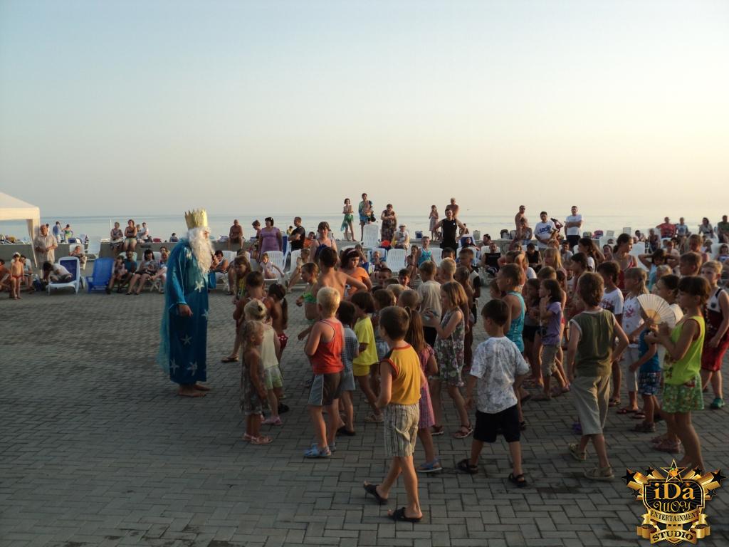 Почти сотня детей на театрализованной программе День Нептуна