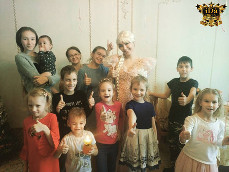 Рапунцель и много маленьких принцев и принцесс.