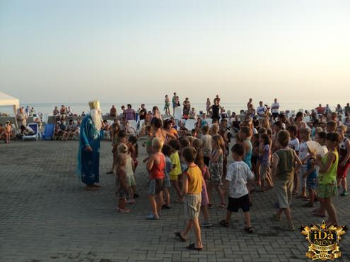 Почти сотня детей на театрализованной программе День Нептуна.jpg