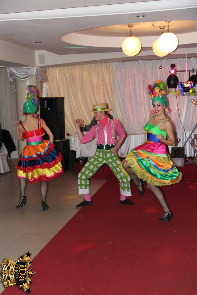 Яркие танцы