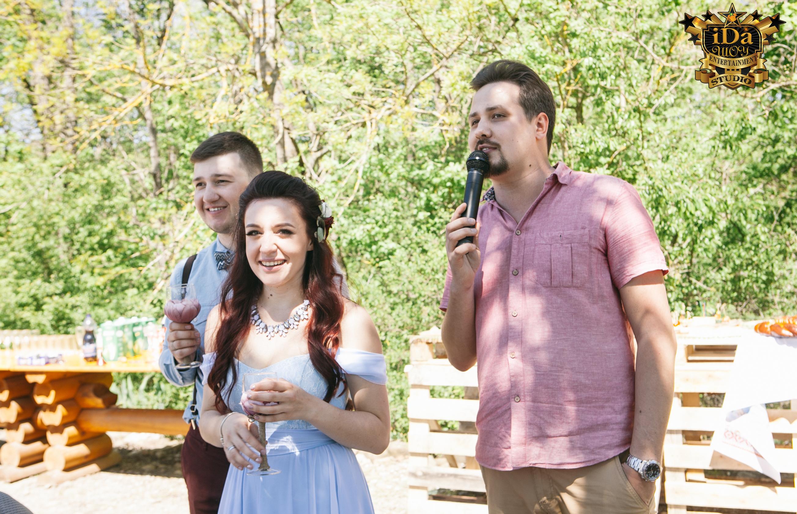 Счастливые молодожёны. Креативная свадьба на природе