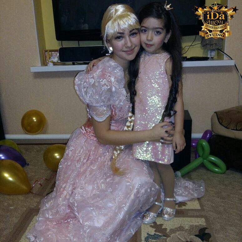Рапунцель с подружкой принцессой