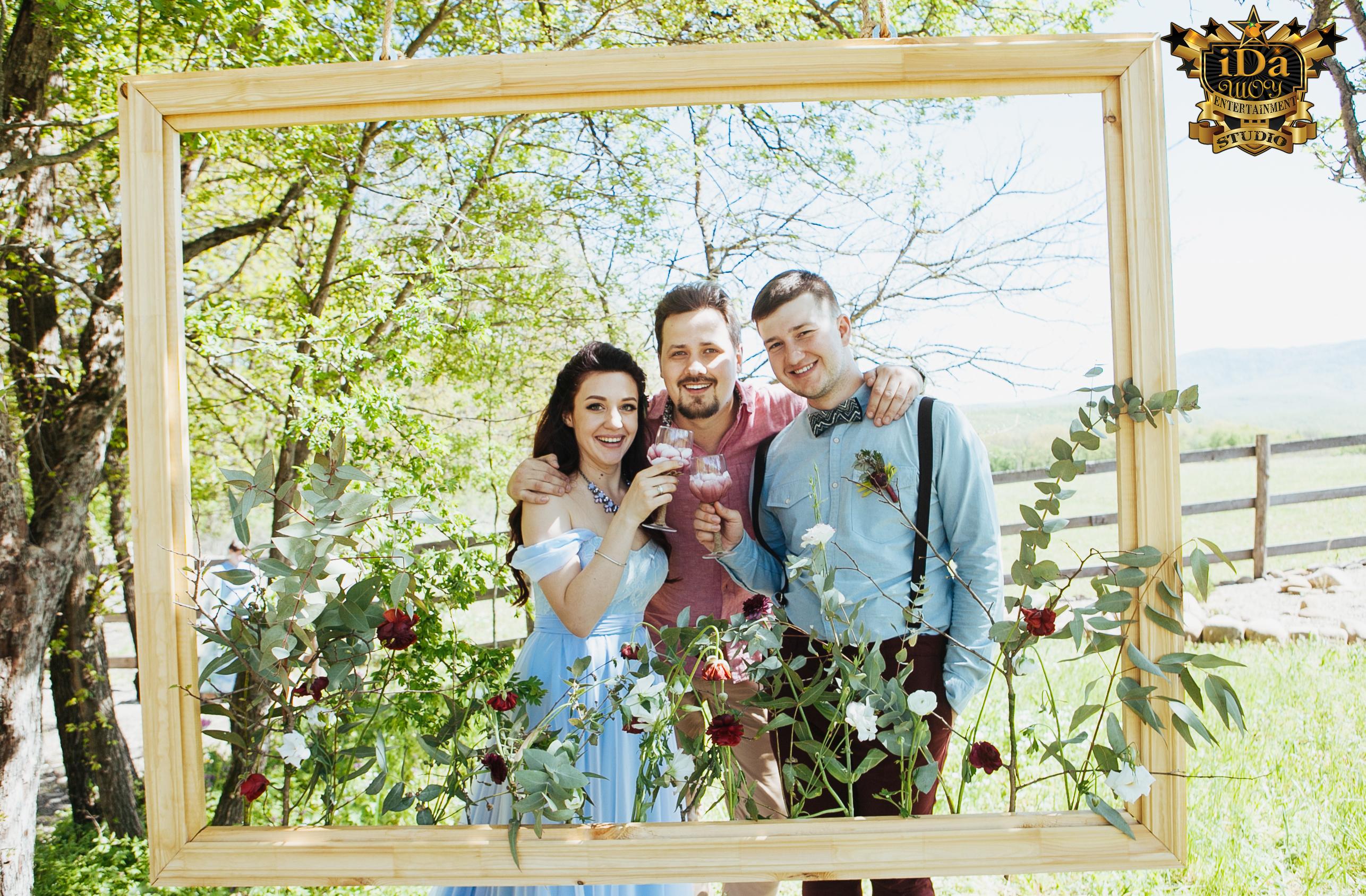 Рамка для фотосессии. Креативная свадьба на природе