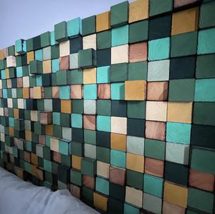Urban Jungle Hotel Orleans - tête de lit bois recyclé