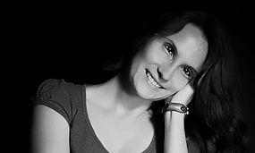 Maria Grazia Ravasi è socia fondatrice e attrice della Compagnia Teatrale AGO teatro di Cassano d'Adda (MI)