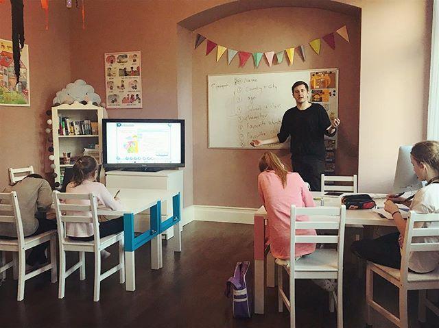 Zapraszamy dzieci na zajęcia z języka an