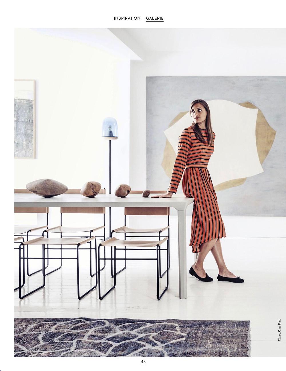 Amélie Chalard dans sa galerie de créateurs et d'artistes. Rencontrée par Silvia Violati, Décoratrice UFDI.