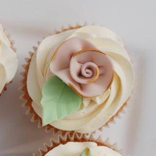 Ribbon Rose cupcakes