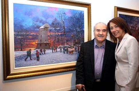 Me Manon Barbe Mairesse de Ville LaSalle avec le tableau acquis par la ville en occasion de son Centenaire en 2012