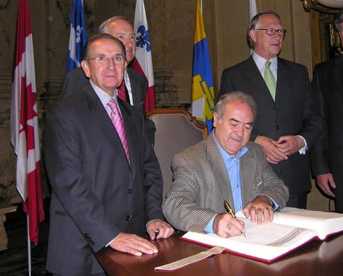 Signature du livre de la Ville de Montréal