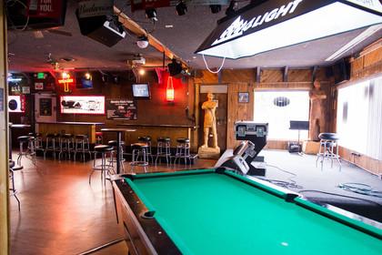 mojo lounge pool table