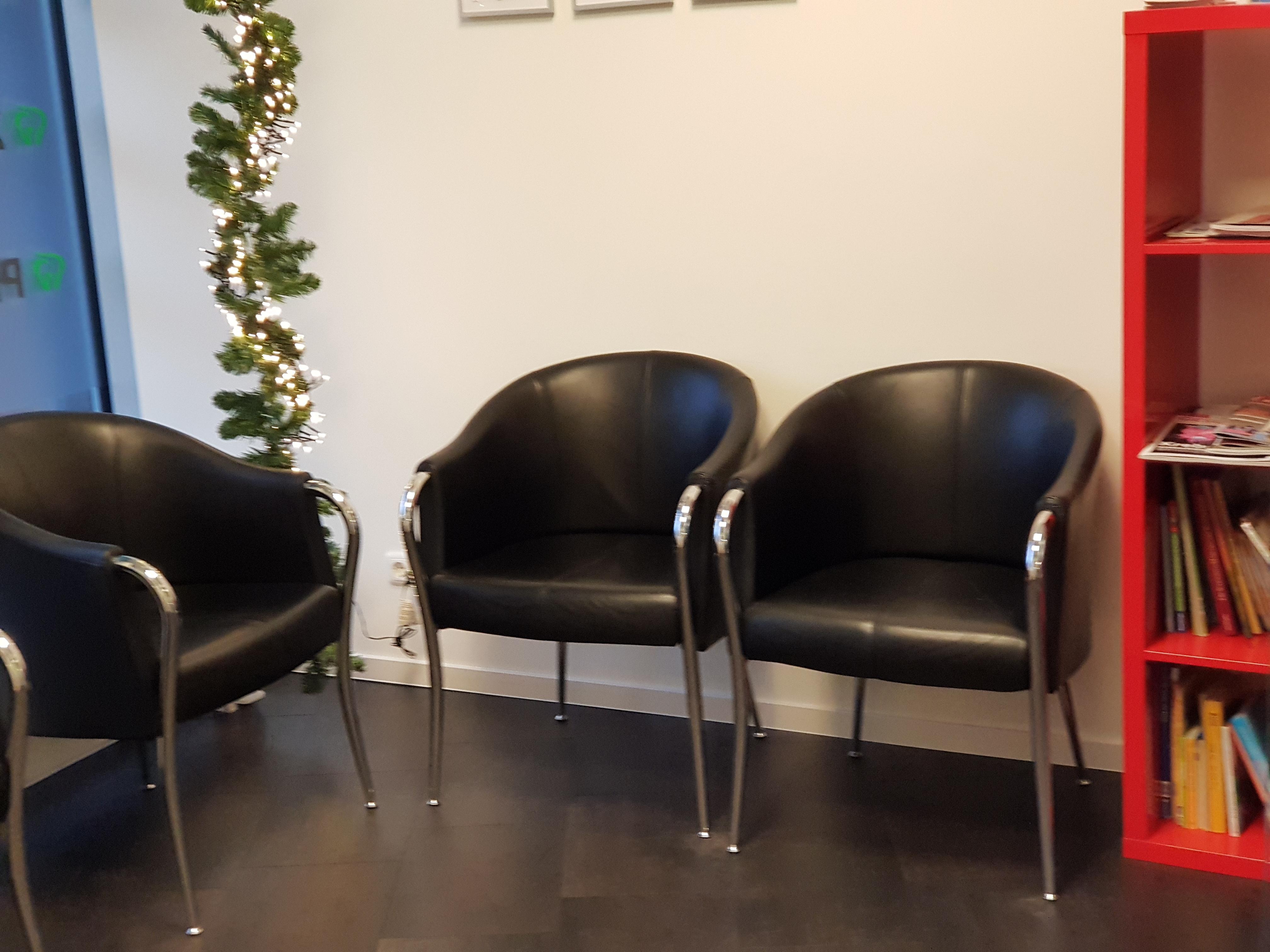 Wartezimmer der Zahnarztpraxis