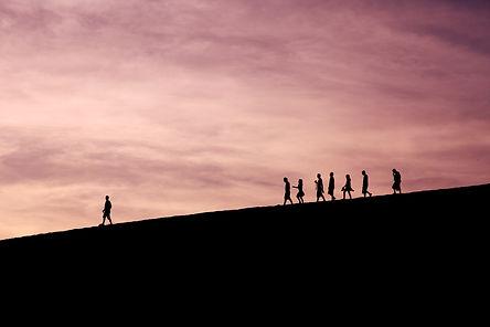 Programa de lideratge personal que et permet aturar-te, prendre consciència, i qüestionar-te el teu projecte vital. A través del creixement personal i del coneixement d'un mateix superaràs els teus reptes.