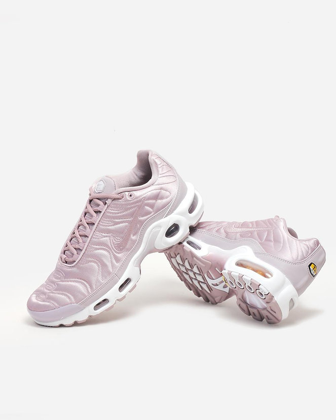 83391982216e02 It was Nike Air Max Plus Satin pack. The thing that I liked most of all  (except the super pretty sneakers themselves    ) was that this pack is  made ...
