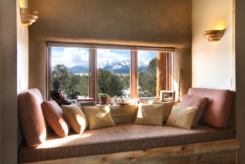 B&B Comfy Reading Nook w/ Mtn View