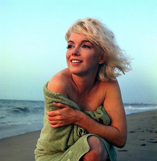 Marilyn Monroe Hold Me