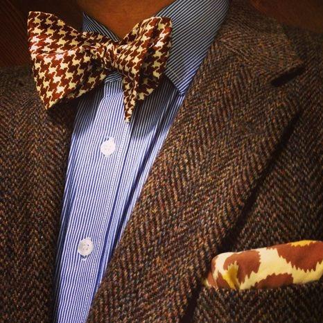 蝶ネクタイとセミスプレッドカラーシャツ