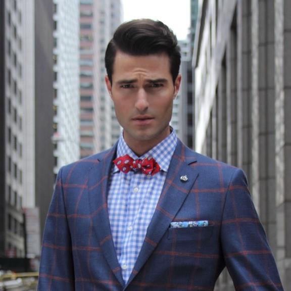 蝶ネクタイとスプレッドカラーシャツ