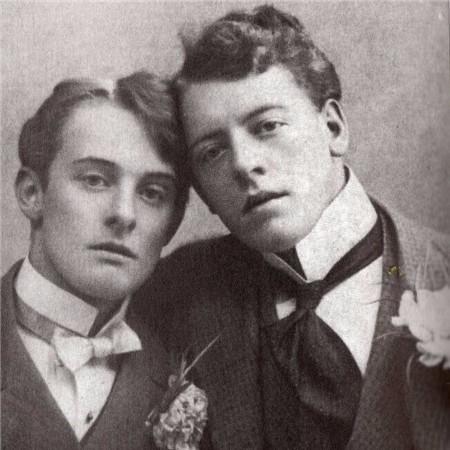 アルフレッド・ダグラス(左)とフランシス・ダグラス(右)